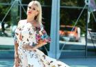 Doda w pięknej sukni w motyle