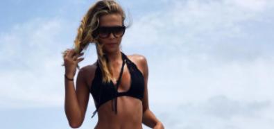 Sandra Kubicka pociągająco w czarnym bikini