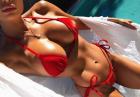 Abby Dowse topless na plaży