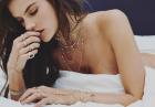 Alessandra Ambrosio zasypana biżuterią