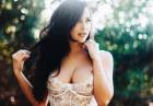 Ana Cheri w wiązanym na przodzie bikini