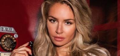 Anna Katharina uroczo ze słuchawką w ręku