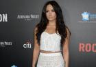 Demi Lovato w koronkowej dwuczęściowej białej sukni