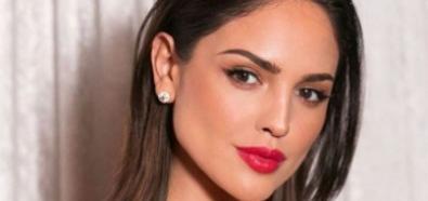 Eiza Gonzalez w mocnej czerwieni