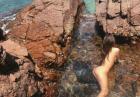 Emily Ratajkowsk nago w jeziorze