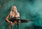 Piękne kobiety z bronią