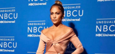 Jennifer Lopez w elegankciej beżowej sukni