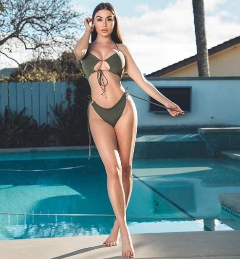 Laura Marie ponętnie w bikini