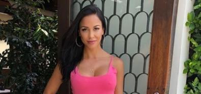 Melissa Riso w obcisłej różowej sukience