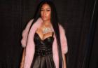 Nicki Minaj w małym czerwonym staniku