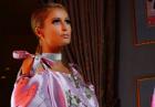 Paris Hilton powabnie w nietypowej sukni