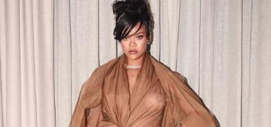 Rihanna bez stanika w wersji XXL