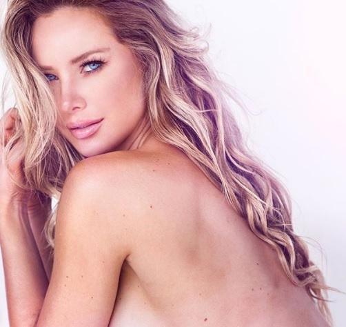 Tiffany Toth intymnie i intrygująco w bieliźnie