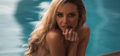 Tiffany Toth topless w basenie
