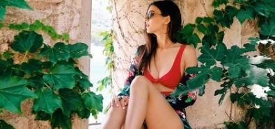 Victoria Justice zmysłowo w czerwonym bikini