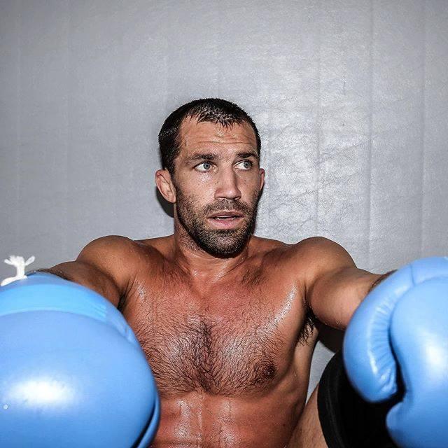 Rockhold: Przejdę na emeryturę jeżeli Bisping mnie pokona