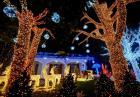 Domy w świątecznych szatach