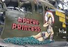 Wizerunki kobiet namalowane na kadłubach samolotów