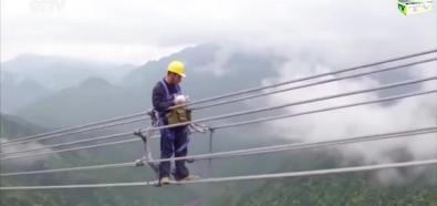 Praca elektryków na wysokości