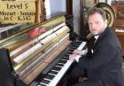 Pianista w akcji