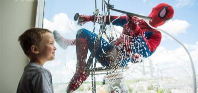 Superbohaterowie myją okna