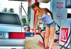 Kobiety na stacji paliw