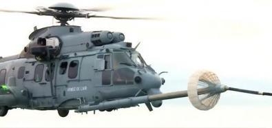 H225M Caracal tankuje w powietrzu