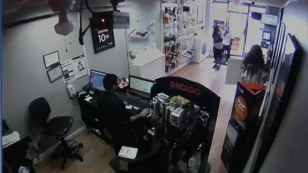 Przestępcy zamknięci w sklepie