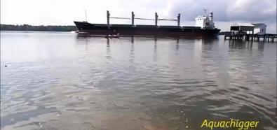 Statek i małe tsunami