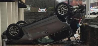 Kobieta spada autem z 4 piętra