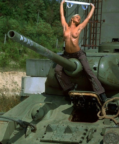 gjhyj онлайн 2 танкиста трахают женщину