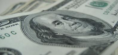 Przeciętne dane z amerykańskiej gospodarki nie przeszkodziły w umocnieniu dolara