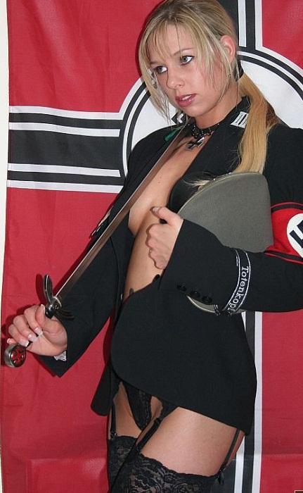 Девочка в немецкой форме порно