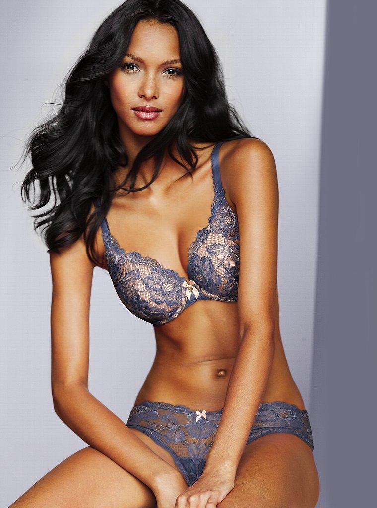 Lais Ribeiro Pics in Hot Bikini
