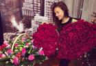 Irina Shayk obsypana różami z okazji urodzin