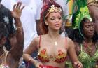 Rihanna - piosenkarka podczas parady na rodzinnej Barbadosie