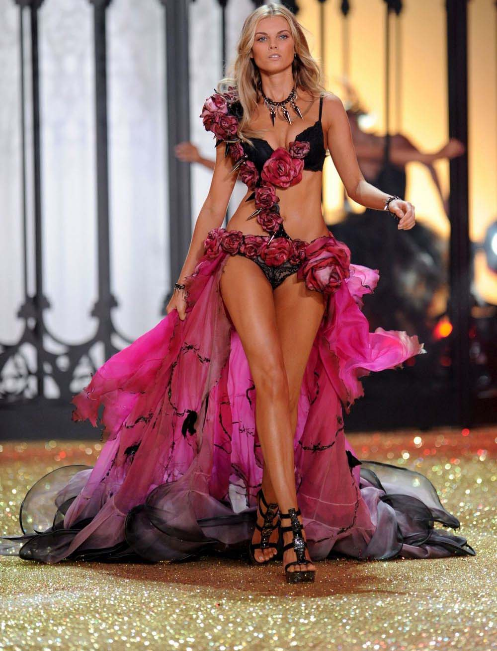 нижнее бельё Victorias-Secret Fashion-Show 2010-2011.