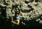 Bouldering - sporty ekstremalne - wspinaczka bez zabezpieczeń