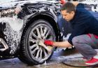 Jak samodzielnie umyć samochód na podwórku?