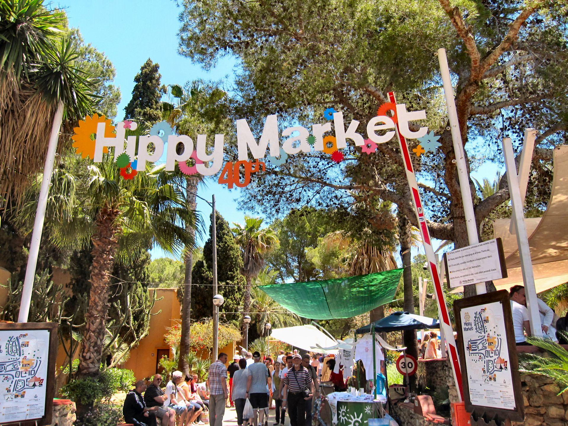 Wejście na Hippy Market na Ibizie