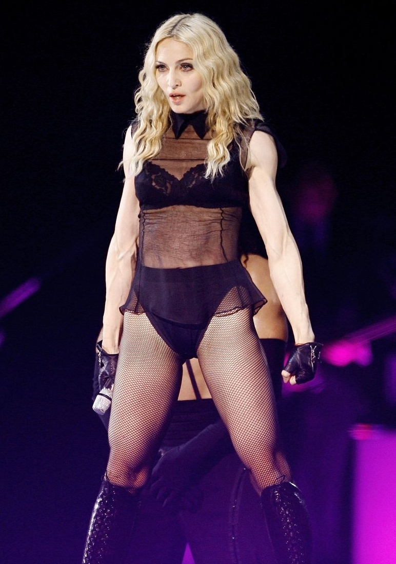 madonna__sticky_sweet_tour_4.jpg