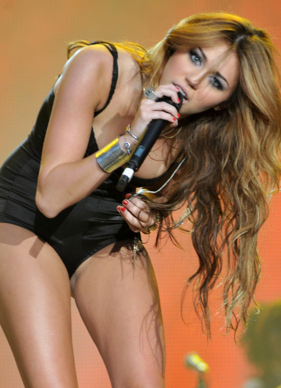 Miley Cyrus - PUDELEK - Sensacja. Plotka. Komentarz