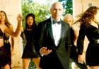 Pitbull i piękne dziewczyny w rezydencji Hugh Hefnera