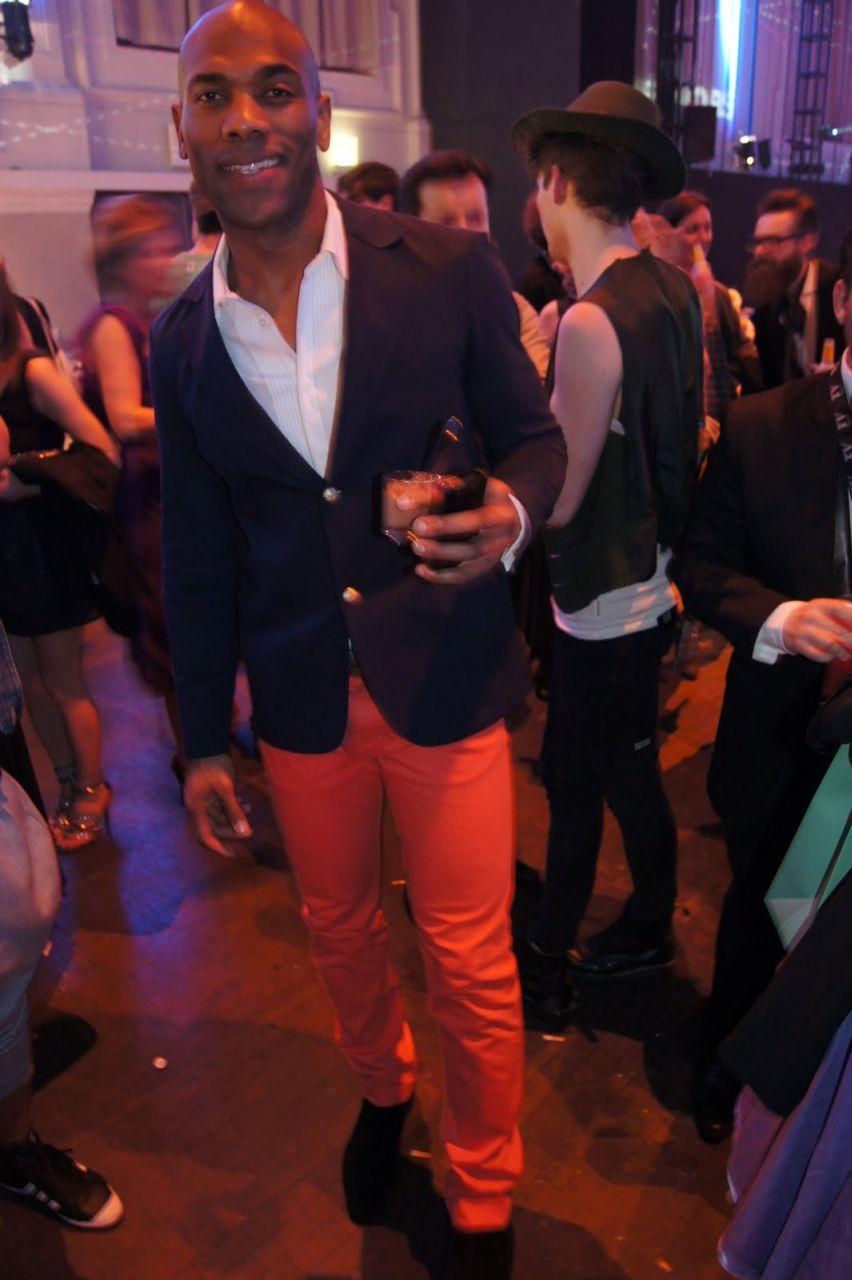 Moda męska i styl - kolorowe spodnie