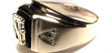 Jak nosić męskie pierścienie