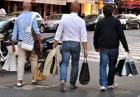 Kupuj mniej ubrań i bądź szczęśliwszy