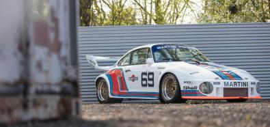Legendarne Porsche 934/5 w zestawie z VW T2 Transporterem
