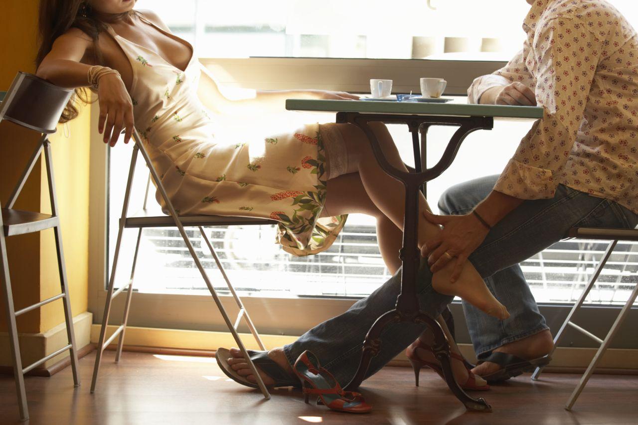 Секс в кафе на столе фото 5 фотография