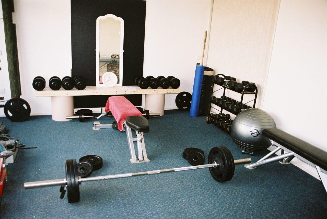 Сколько стоит сделать спортзал дома своими руками