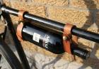Rowerowy wieszak na wino